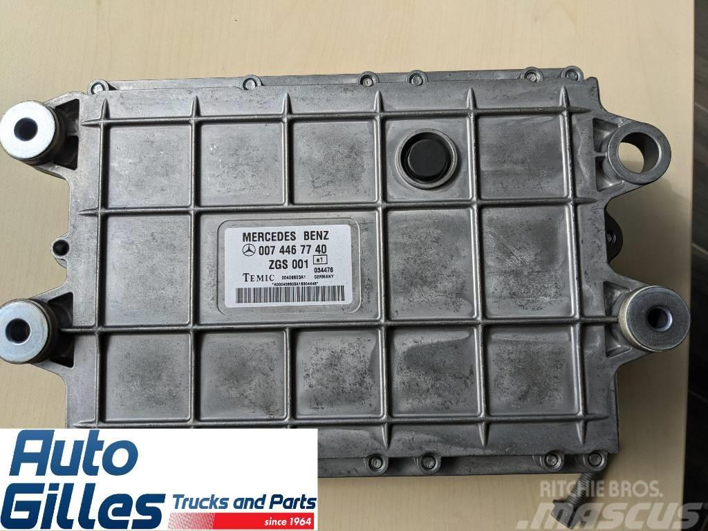 Mercedes-Benz 0074467740 / Motorsteuergerät OM 501 LA 541.980