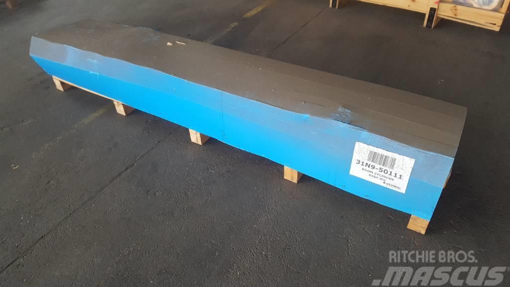 Hyundai Boom Cylinder RH - R320 LC-7, 31N9-50111