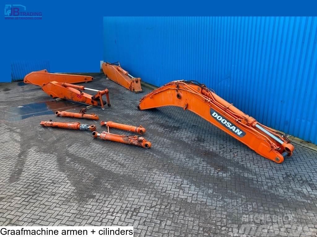 Doosan 4 x boom  + 4 Hydraulic cylinders