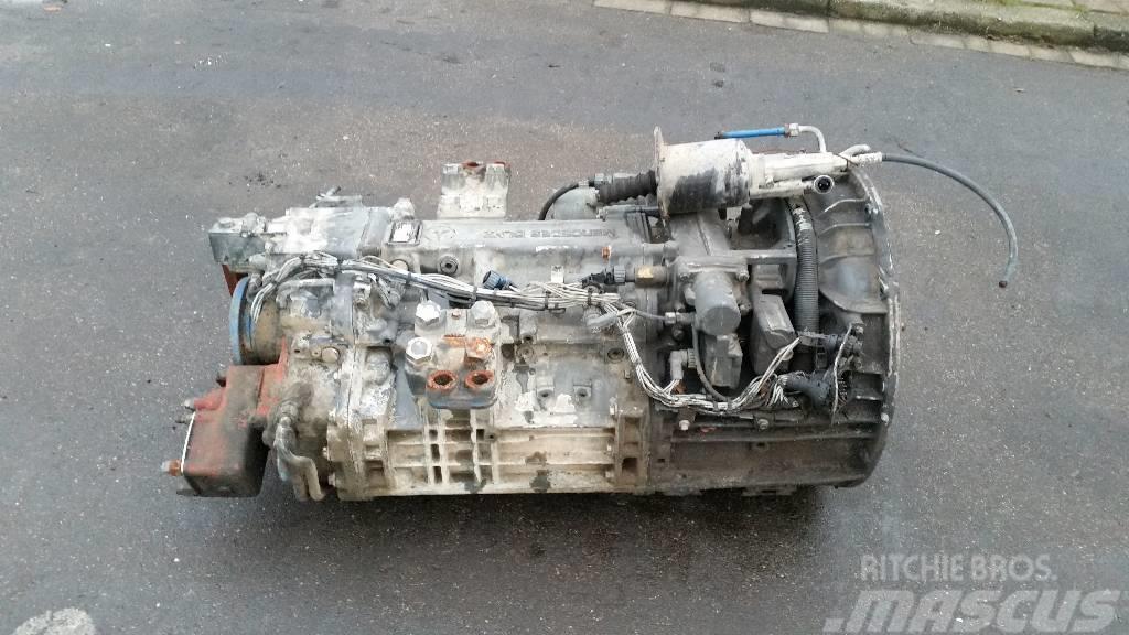 Mercedes-Benz G210-16