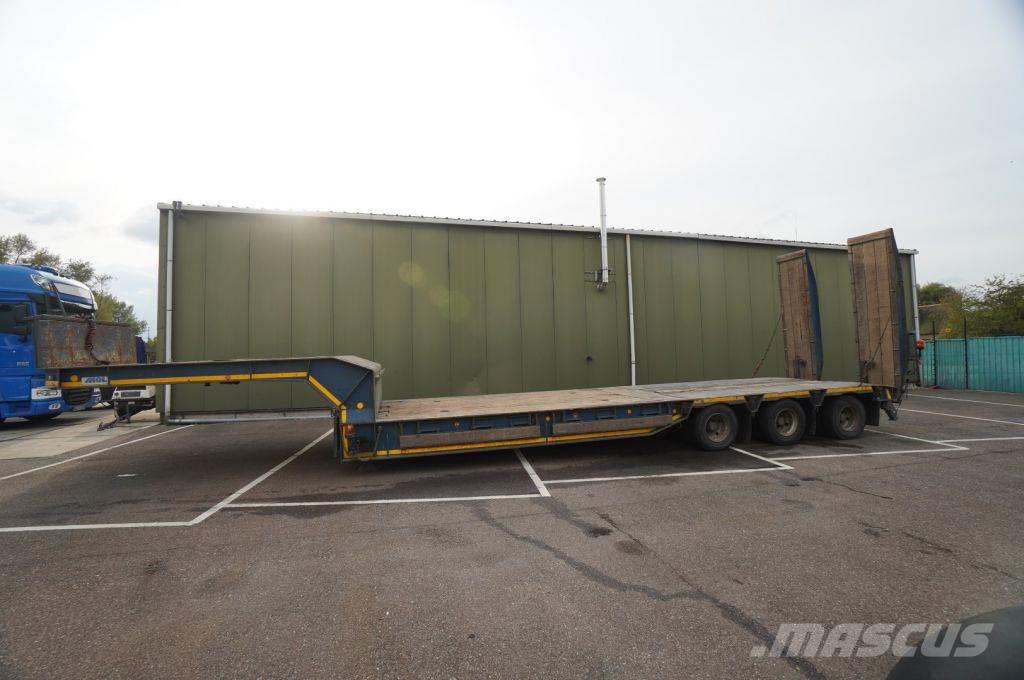 MOL 3 AXLE SEMI LOW LOADER WITH RAMPS