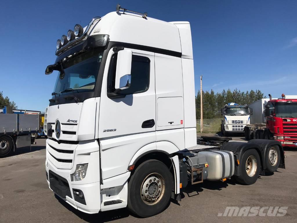 Mercedes-Benz Actros 2563 Giga-space 6x2