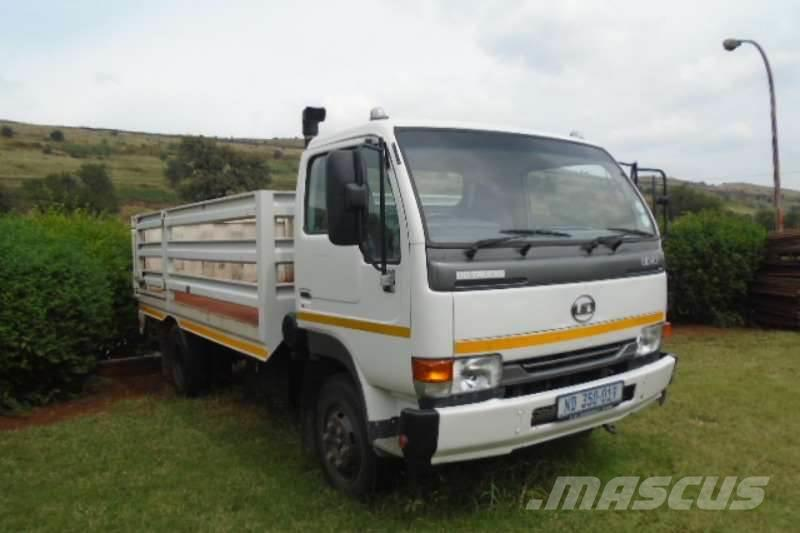 Nissan UD40 With Cattle Body