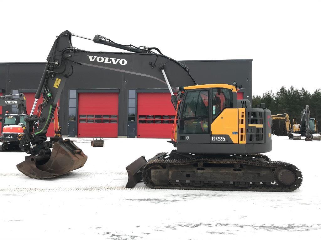 Volvo ECR 235 / Pyörittäjä, 2 kauhaa, Puskulevy. Upea!
