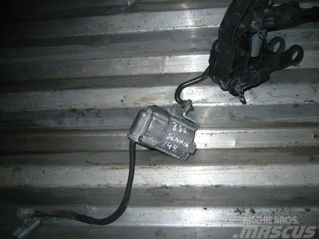Scania 144 gas pedal
