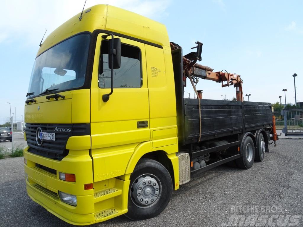 MB 2543 6x2 Stake body Tirre 181