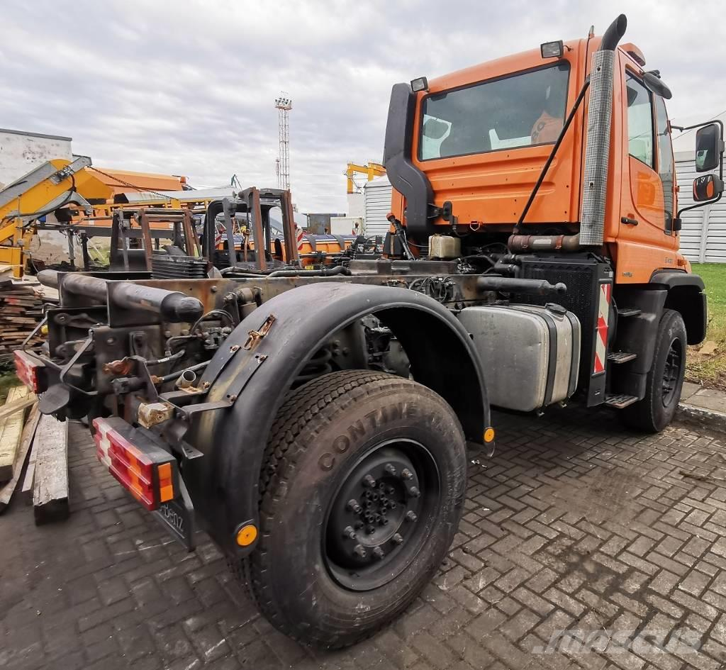 Unimog U400 with washer and cleaning equipment