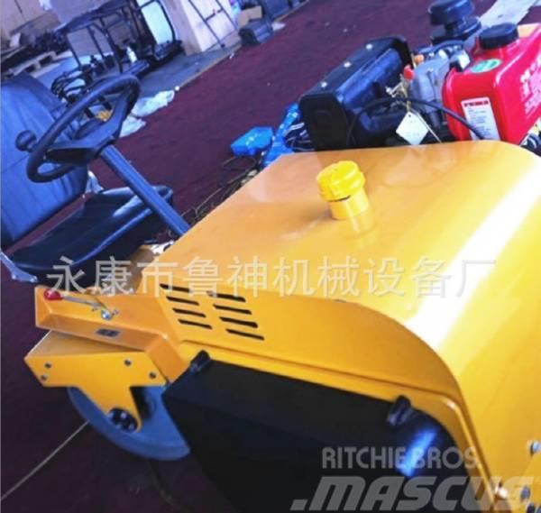 [Other] 科尧 驾驶式双钢轮压路机 柴油动力 KY-DR700