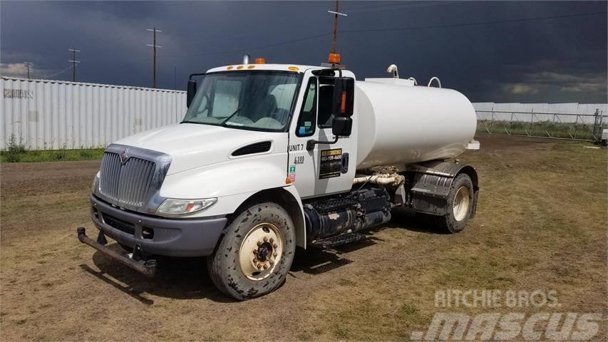 International 4300 DT466 WATER TRUCK
