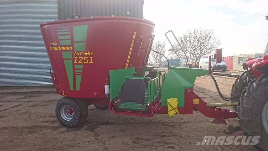 Strautmann Verti-Mix 1250 with Conveyor