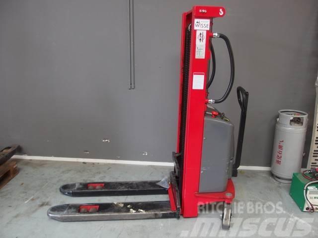 Climax Mechanical pallet lifter Climax