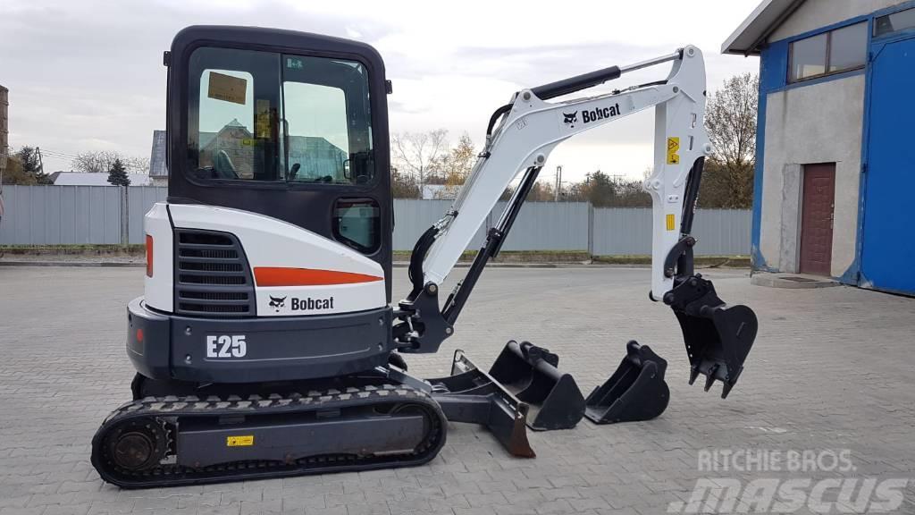 Bobcat E 25 E25 E26 2017R. JCB CAT CATERPILLAR YANMAR
