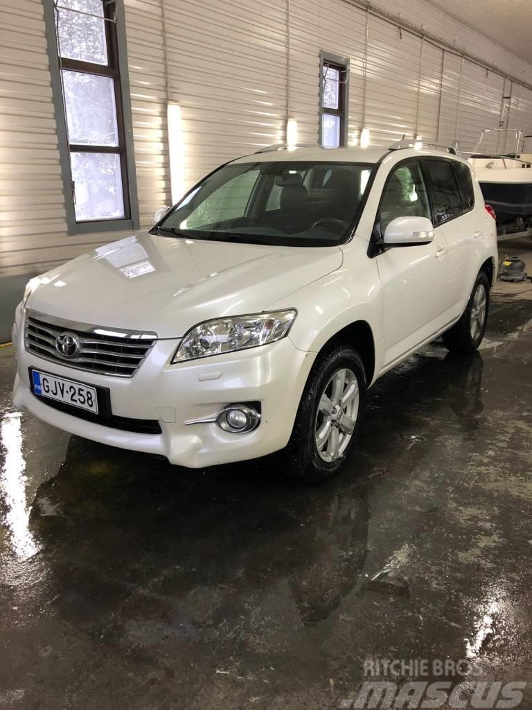 Toyota RAV-4 4x4 85000km bensiini