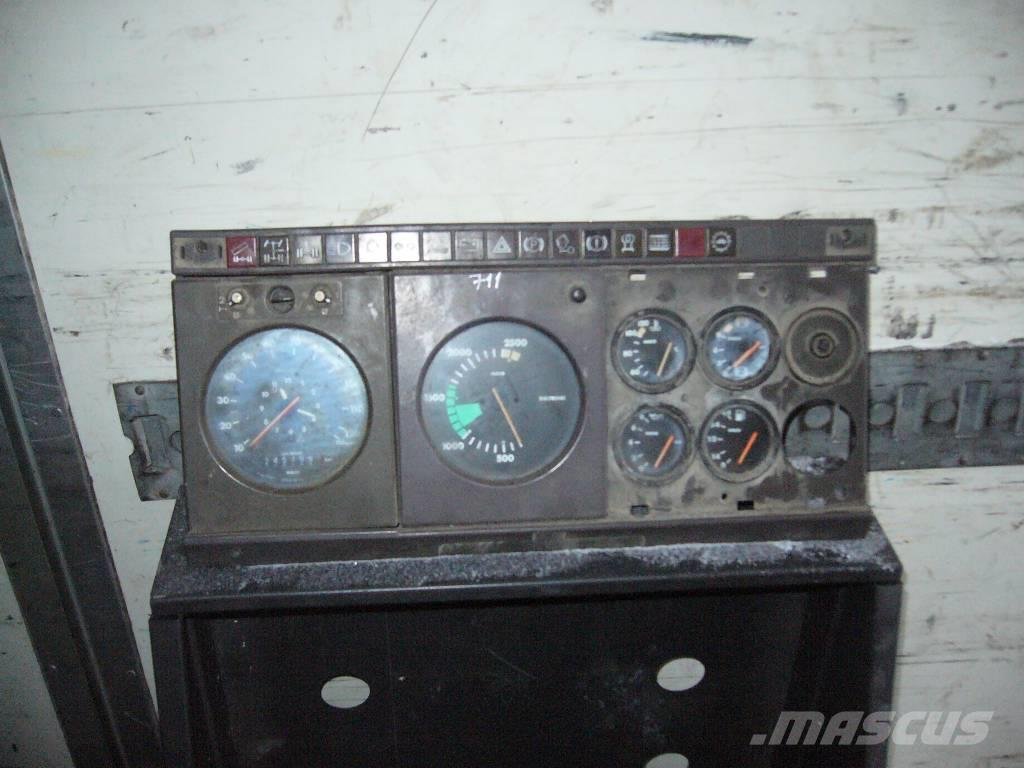 Iveco Magirus 330 36 instrument panel