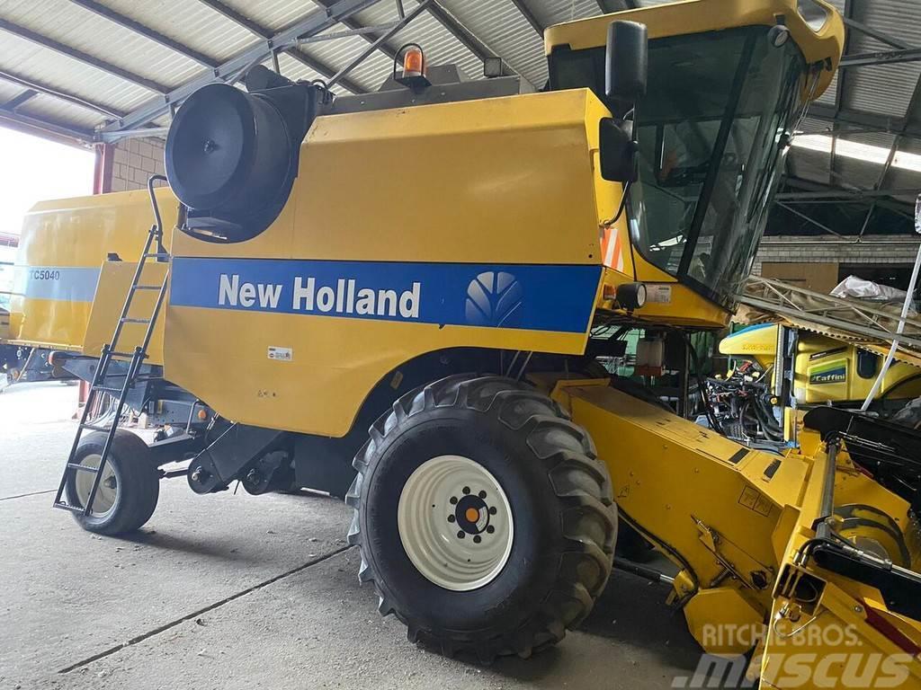 New Holland 5040