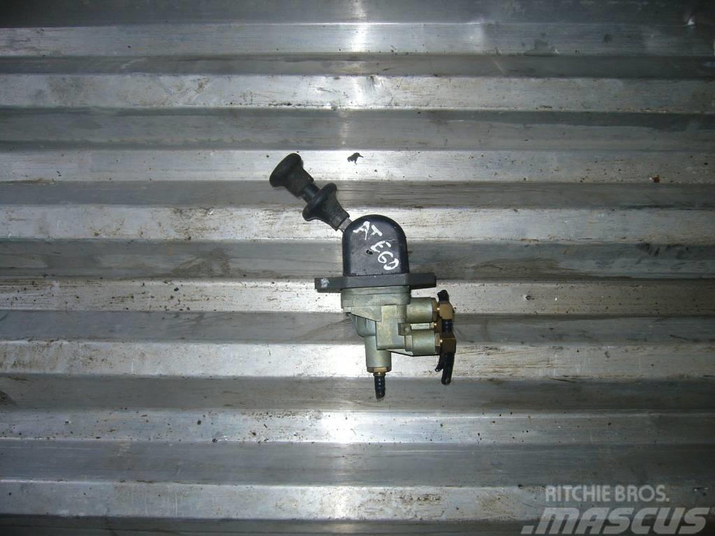 Mercedes-Benz ATEGO 1823 handbrake valve