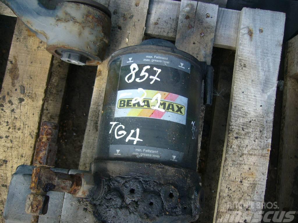 MAN TGA automatic oil feeder