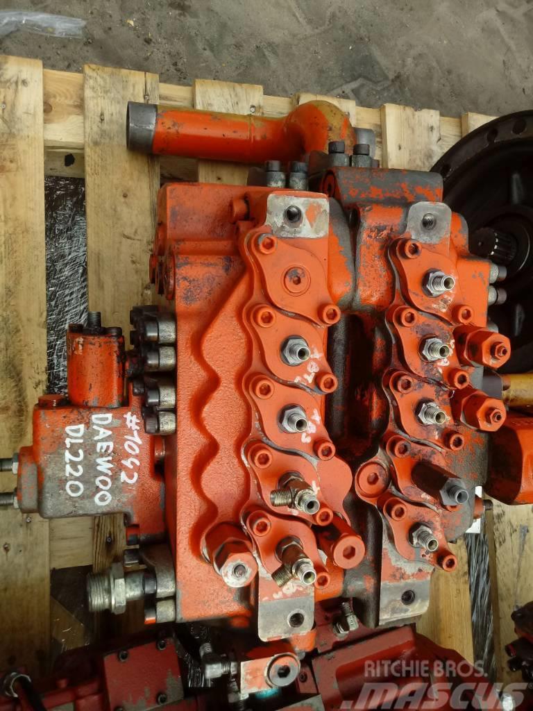 Daewoo Doosan Rozdzielacz Daewoo DL220 Hydraulic distributor