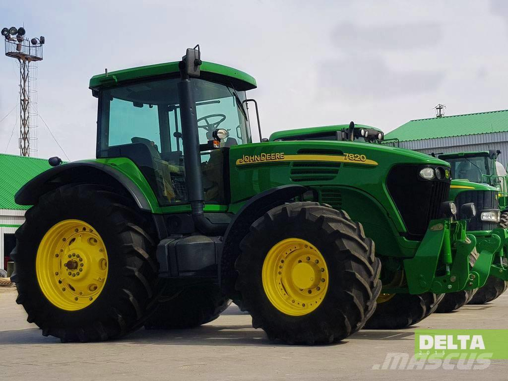 John Deere 7820