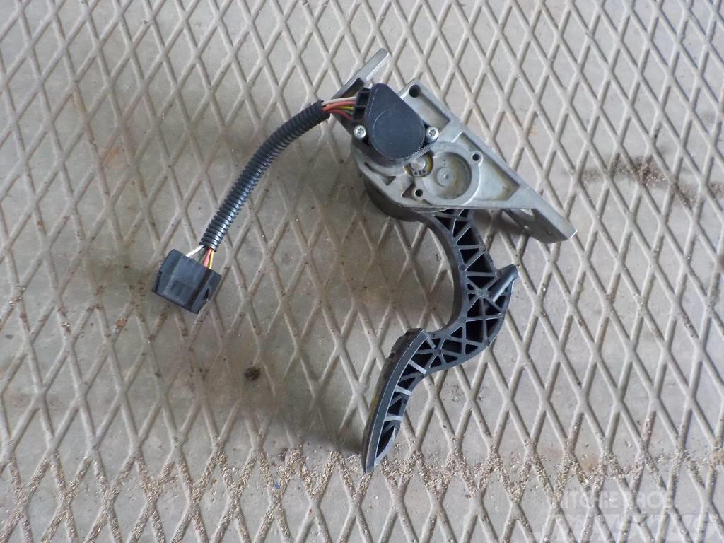 Volvo FH Acceletaror pedal 21116879 21116877
