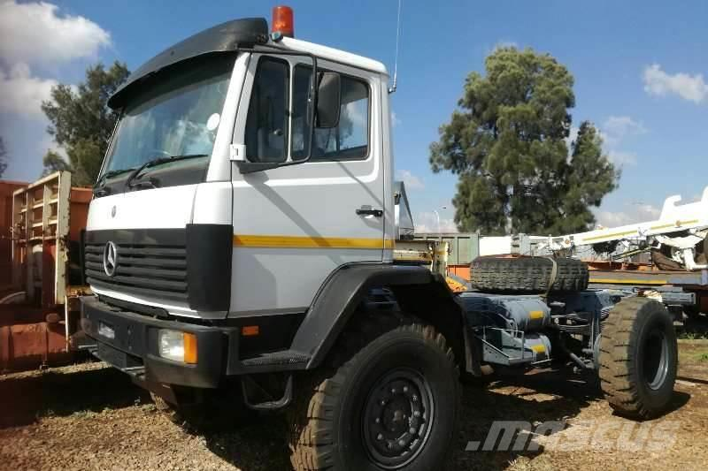 Mercedes-Benz 1617 4x4 Chassis Cab