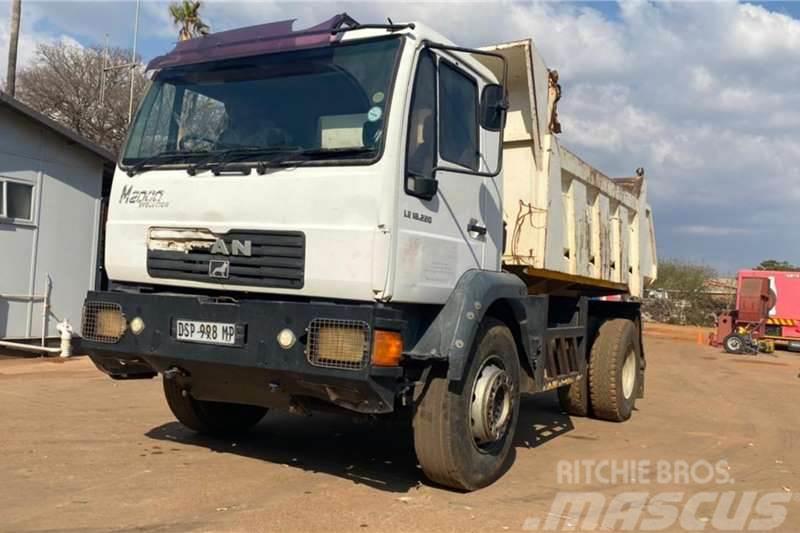 MAN LE 18.220 4X4 Tipper truck