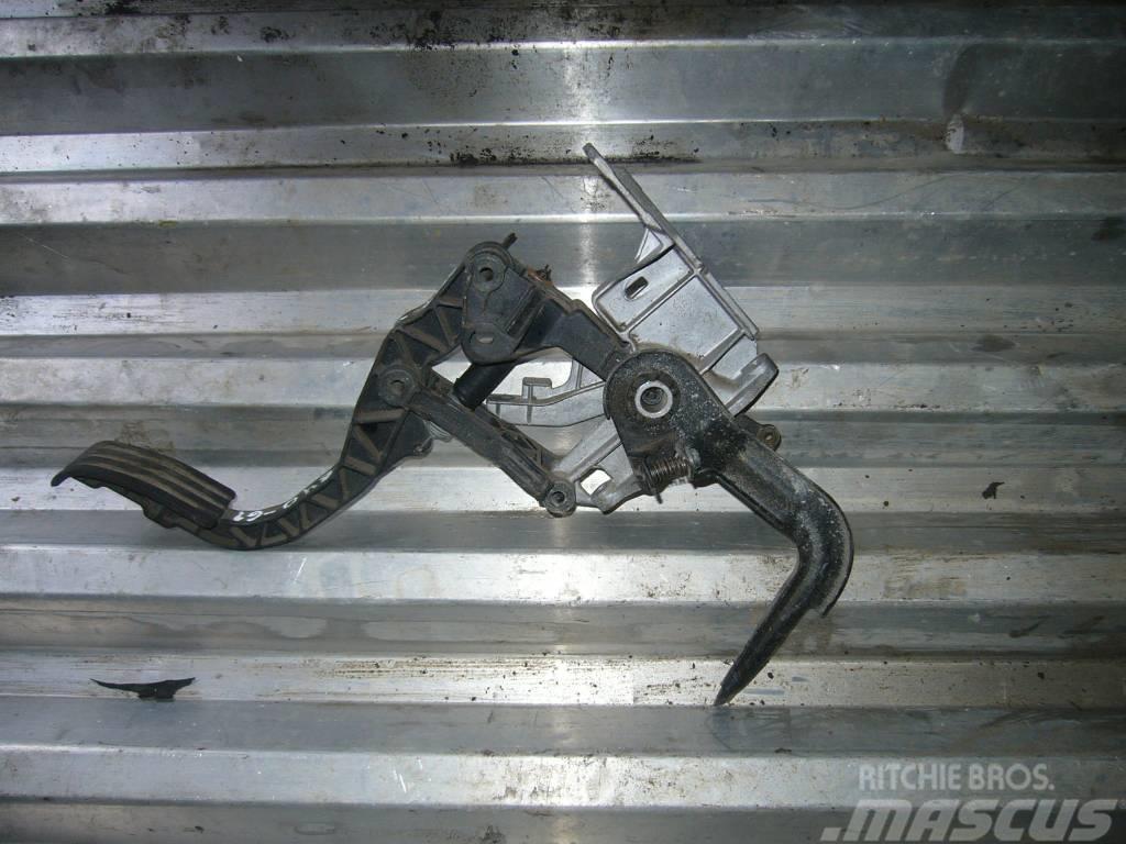 Scania 94 gas pedal