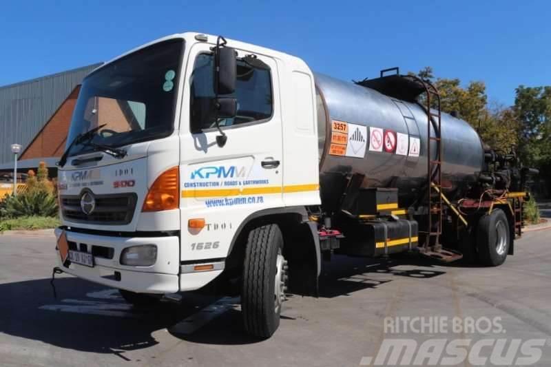 Hino 500 1626 Bitumen / Emulsion Spray Truck