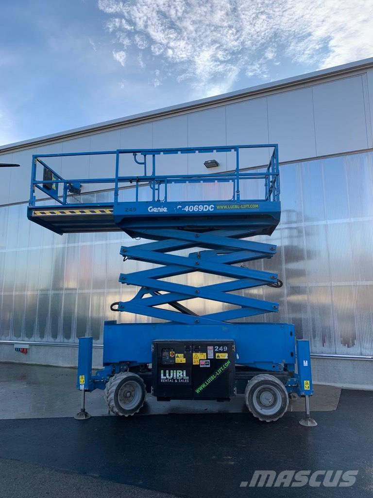 Genie GS 4069DC with outriggers, new batteries