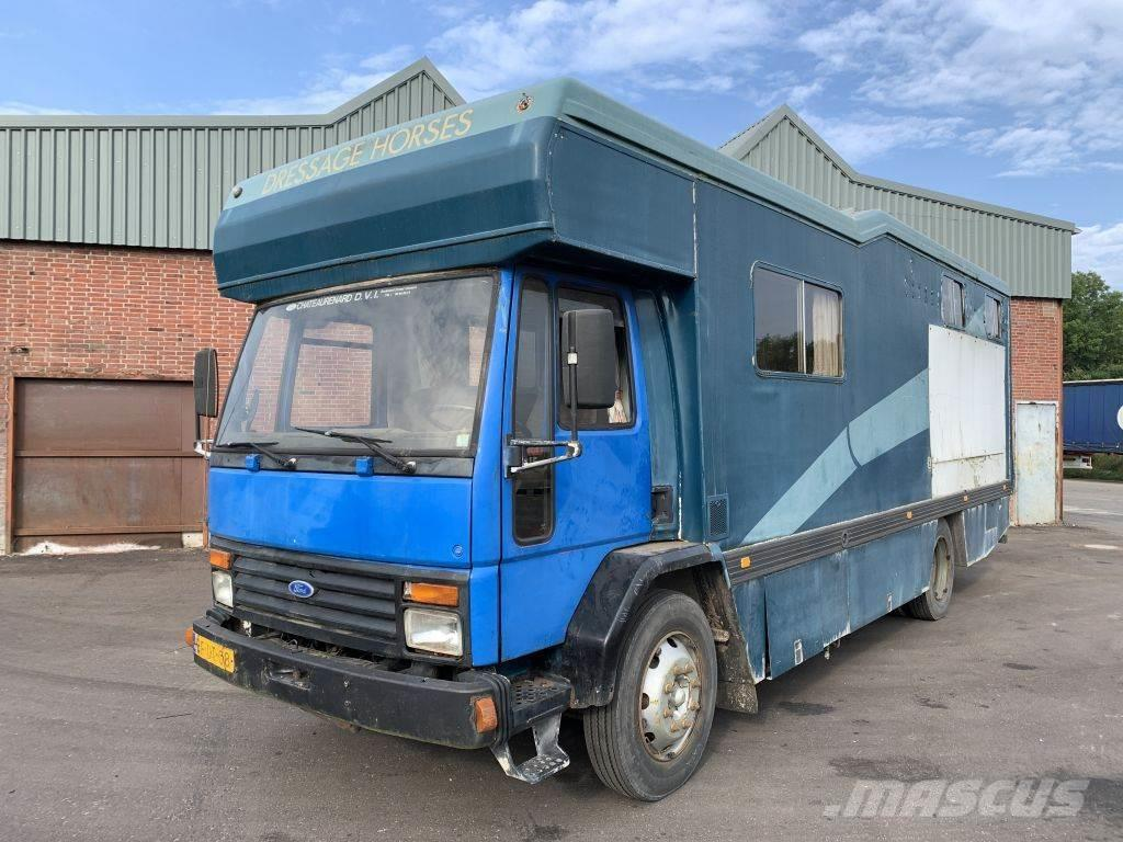 Ford Cargo 915 - Horse truck - 40.019