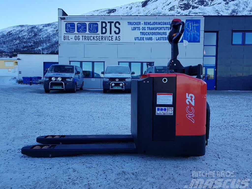 Heli CBD25-460 palletruck m/plattform (på lager)