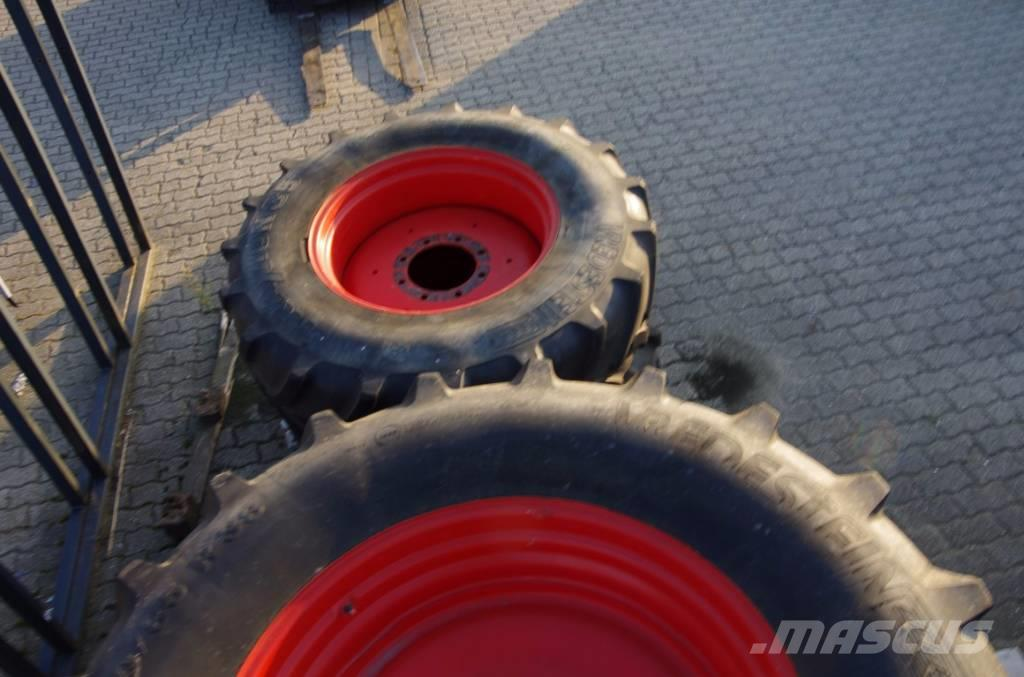 Vredestein 520/85R38 + 420/85R28 wielen af Fendt 411 Vario