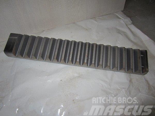 [Other] рейки для колонны харвестера 1270 F040454 F610939