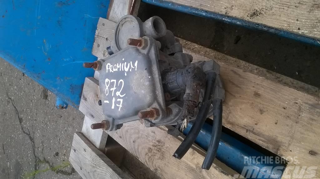Renault Premium trailer brake control valve