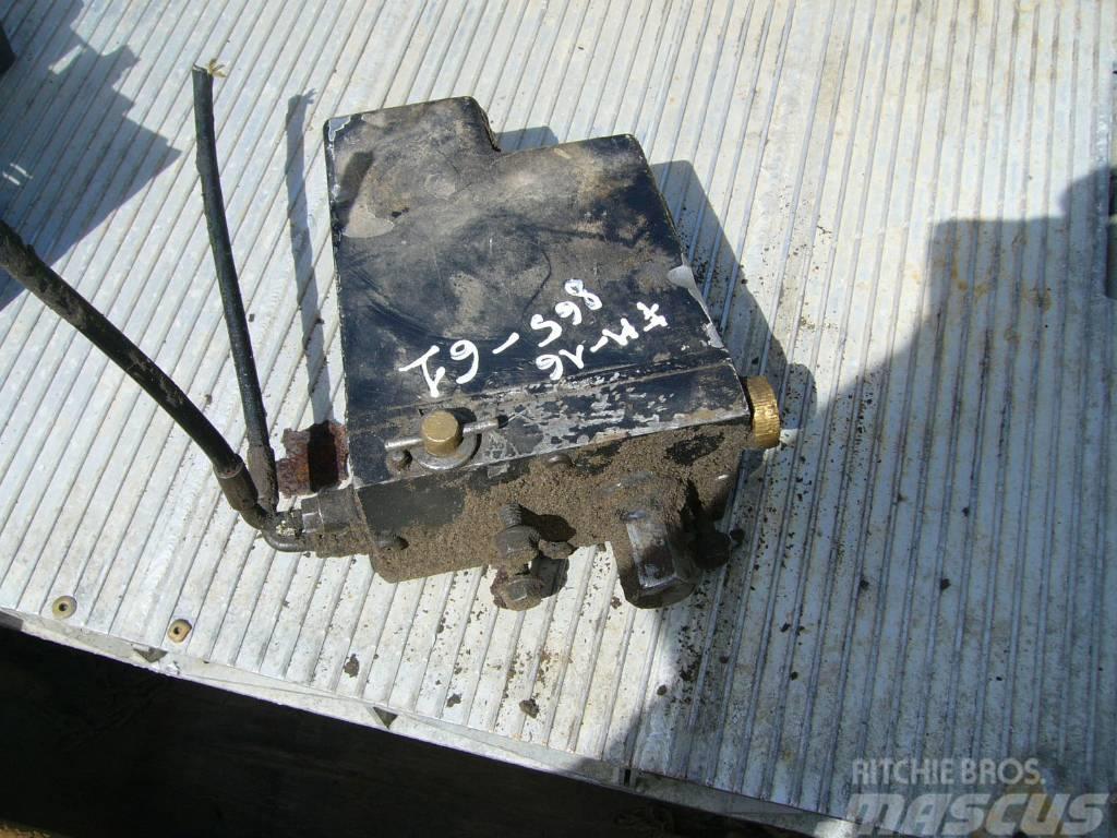 Volvo FH16 cab lift pump