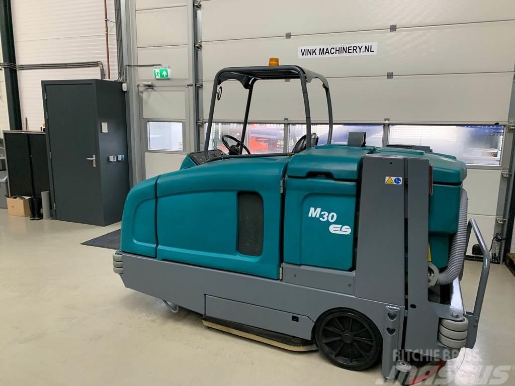 Tennant M30 veeg/schrobmachine