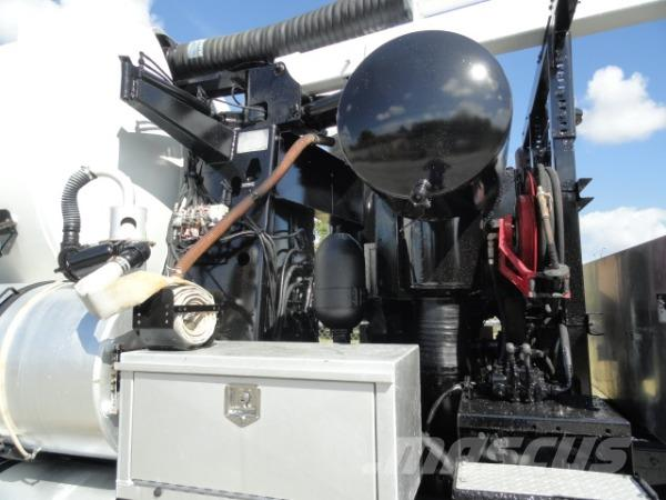 Freightliner M212, 2006, Slamsugningsbil