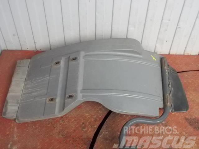 Mercedes-Benz Actros MPIII Fender front / rear part 9438800306 9