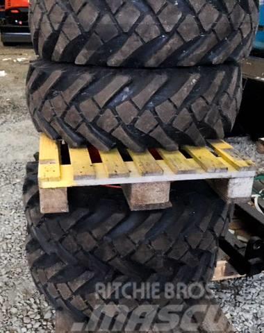 [Other] 4 st kompletta däck på fälg
