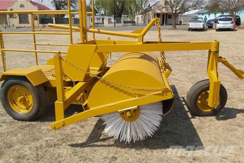 [Other] Road Broom Mechanical Sweeper