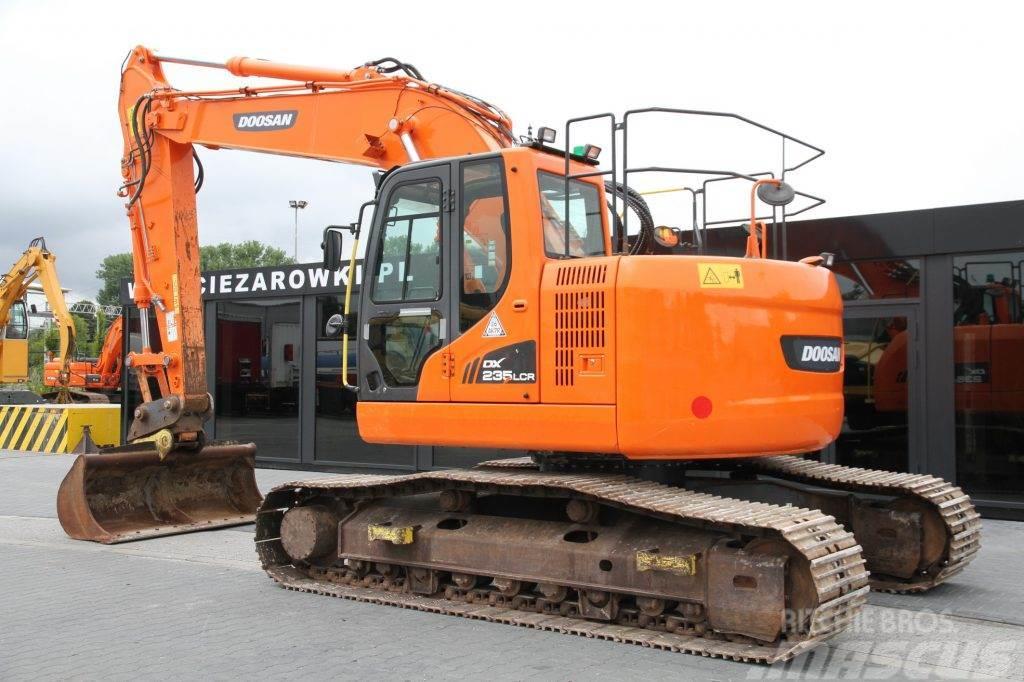 Doosan CRAWLER EXCAVATOR 23 T DX235LCR ZERO TAIL