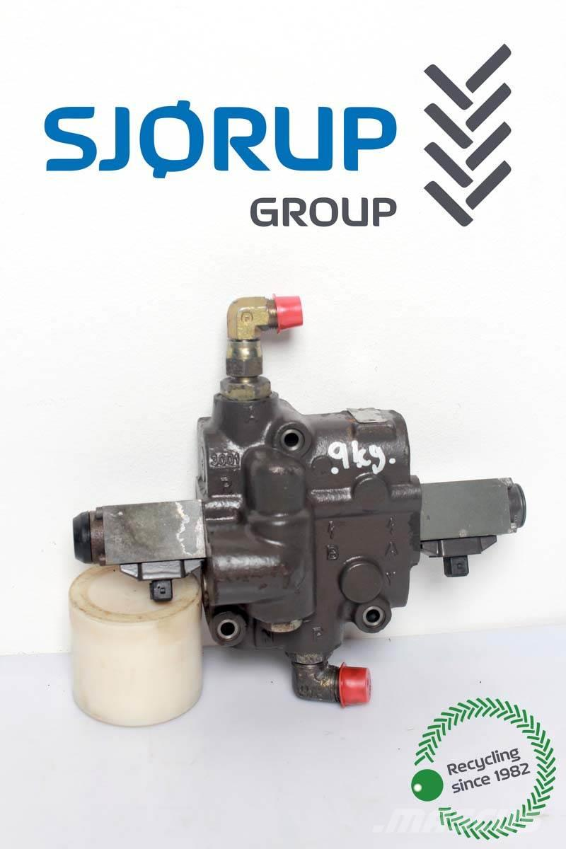 Massey Ferguson 3065 Hydraulic lift valve