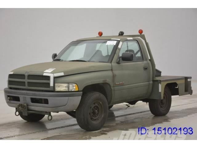 dodge ram 4x4 occasion prix 5 500 ann e d 39 immatriculation 1997 utilitaire benne dodge. Black Bedroom Furniture Sets. Home Design Ideas