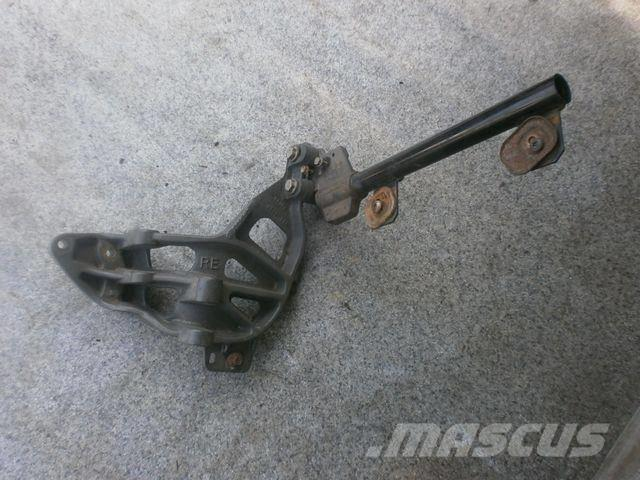 Mercedes-Benz Actros MPIII Fender bracket front right 9303172501