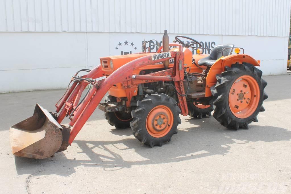 Purchase Kubota L1501 Mini Tractor Met Voorlader Compact Tractors