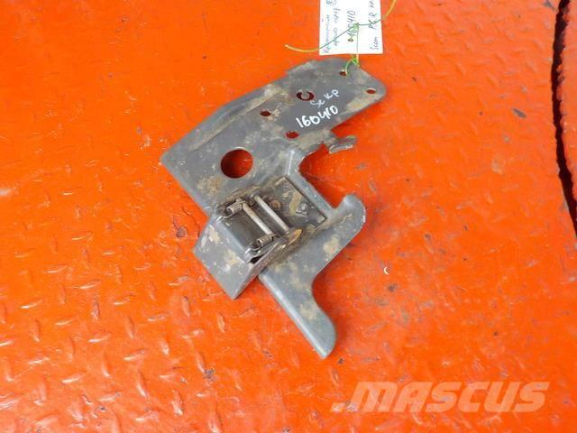 Scania P,G,R series Fender bracket front right 1723176 15