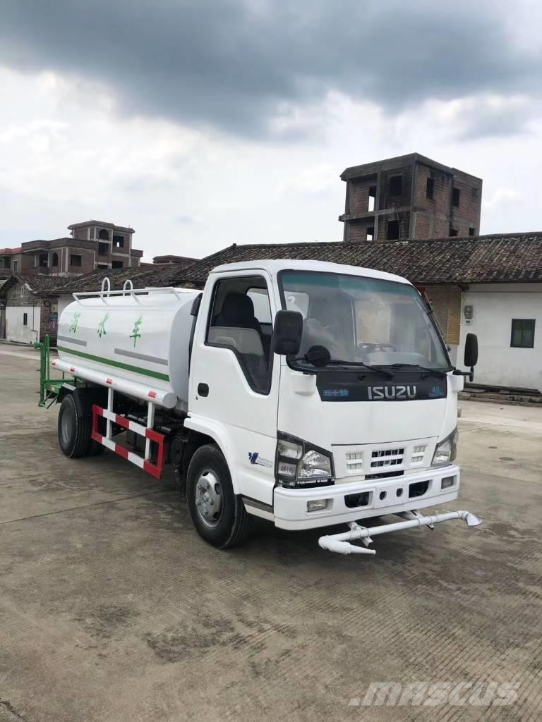 Isuzu water sprinkler truck