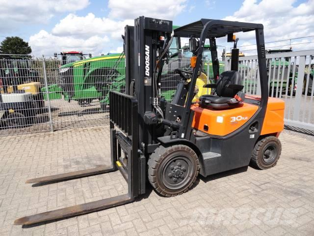 Doosan D 30 G Plus