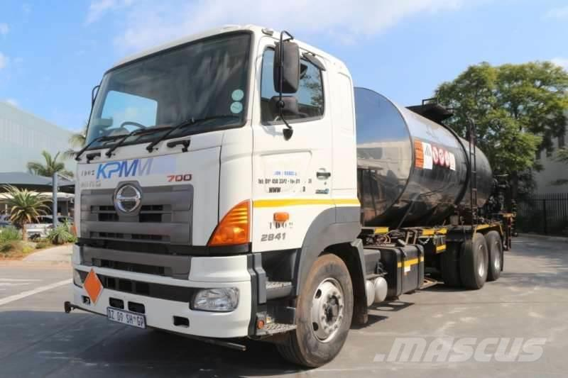 Hino 700 2841 Bitumen Spray Truck