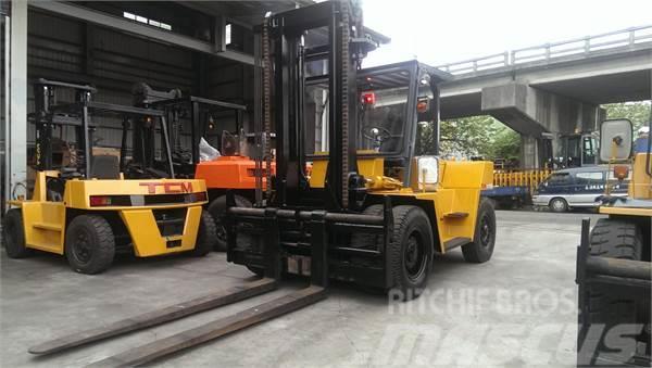 TCM FVD100Z4 10噸 柴油堆高機